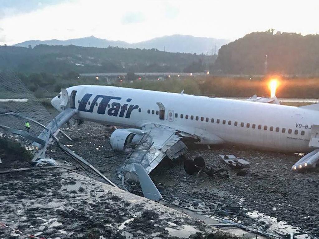 Пострадавшие при аварийной посадке самолета вСочи планируют подать иски кUTair